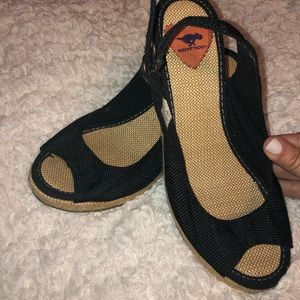 Black & tan Rocket dog wedge sandals. Size 8.5